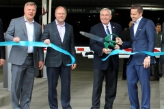 2016/05/09: Cutting ribbon at the Skyline Garage